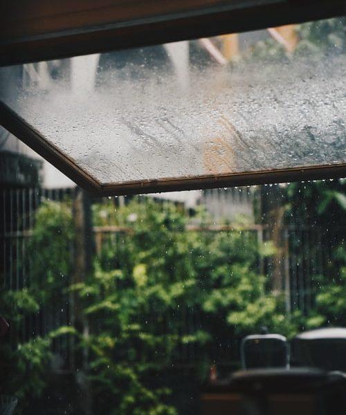 Gør dit hus klar til efteråret med rensning af tagrender